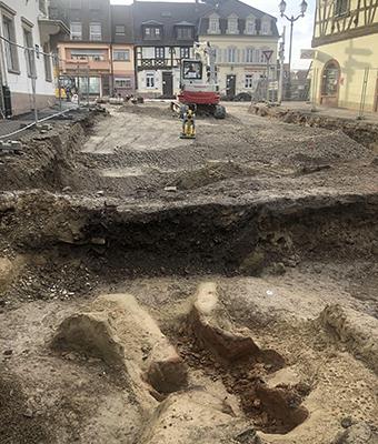 Fin des fouilles archéologiques, place de l'Hôtel de Ville