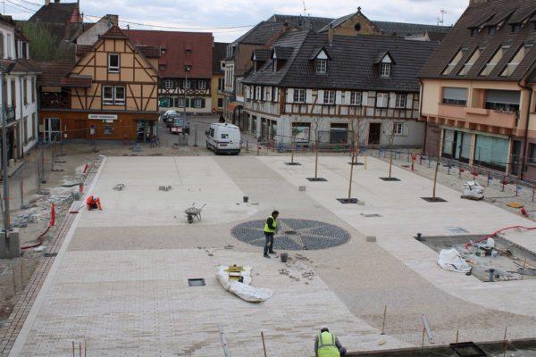 Avancement des travaux place de l'Hôtel de Ville et finalisation de l'escalier de la mairie