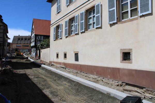 Poursuite des travaux de la descente rue Jean-Georges Abry et finalisation de l'aménagement aux abords de la mairie
